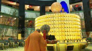 Buddha Worshipping 供佛,供养佛灯